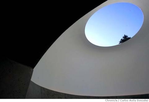 Φως και χώρος στα έργα των Flavin, Turrell,Antonakos